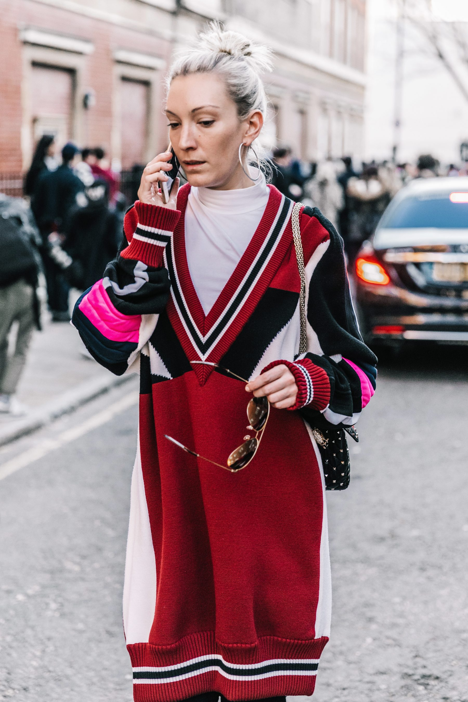 collagevintageLondon_Fashion_Week_Fall_2017-LFW-JW_Anderson-Julien_Macdonald-Ports1961-Street_Style-216-1800x2700