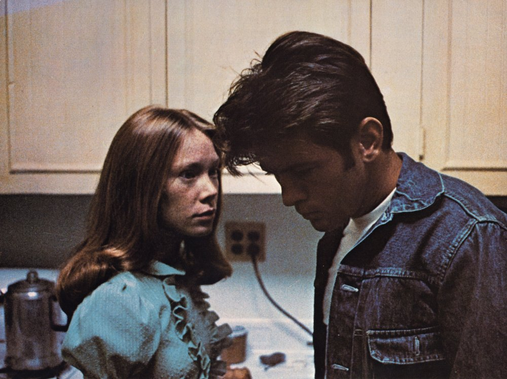 badlands-1973-001-sissy-spacek-martin-sheen-kitchen-00m-n26