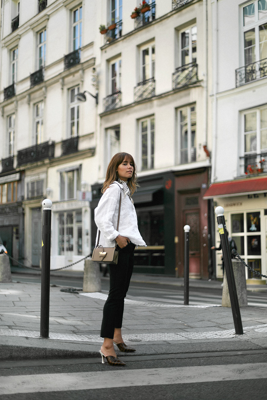teetharejade.outfit_white_blouse_in_paris_1