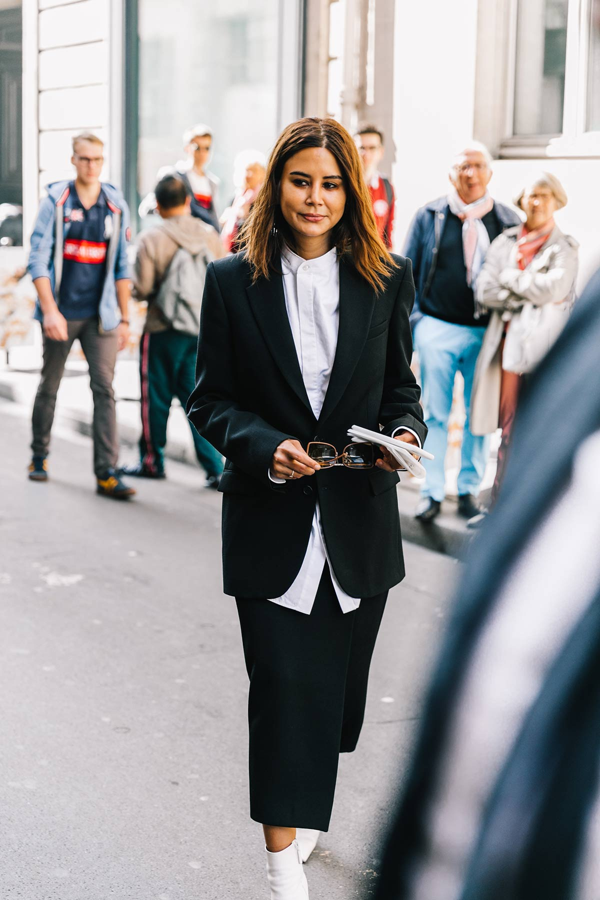vogue.es.street_style_paris_fashion_week_dia_5_elie_saab_comme_des_garcons_576635493_1200x1800